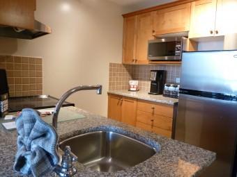 Pan Pacific Whistler Mountainside - Kitchen