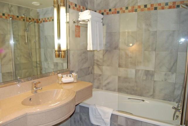 Pullman Paris Bercy Hotel - Bathroom