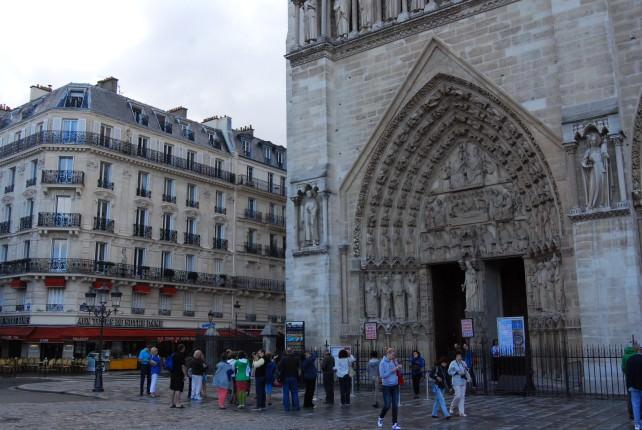 Globus La France Tour at Notre Dame in Paris