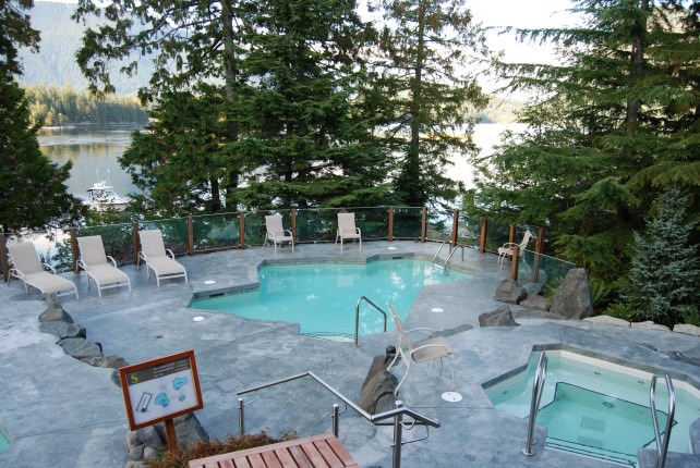 Heated Mineral Pools at Island Currents Spa