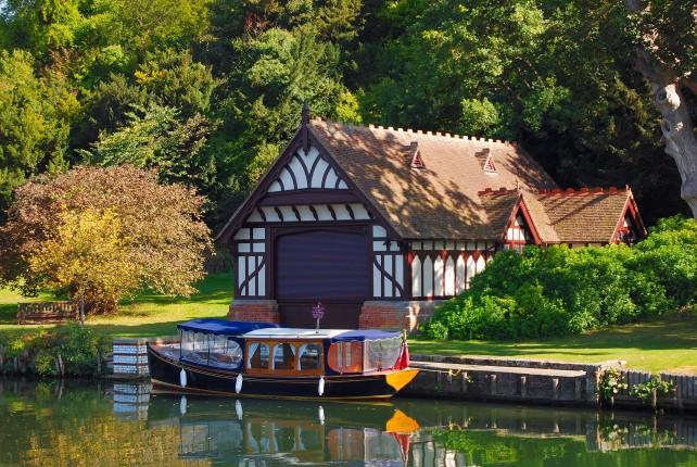 Cruising the River Thames Aboard Magna Carta