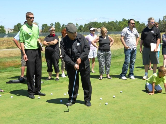 Cranberry Golf Resort - Habeeb on Putting Field