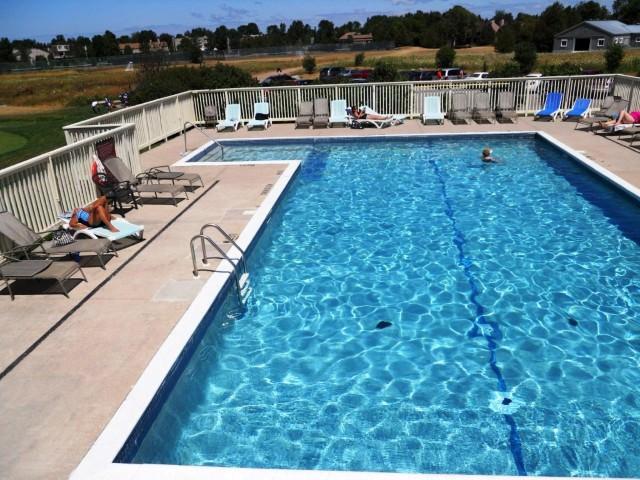 Cranberry Golf Resort - Swimming Pool