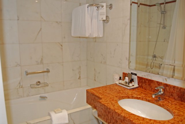 Fairmont Monte Carlo Guest Bathroom
