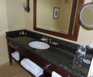San Juan Marriott Resort & Stellaris Casino Guest Bathroom