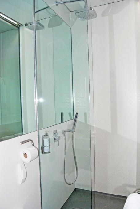 Yotel Premium Cabin - Monsoon Shower