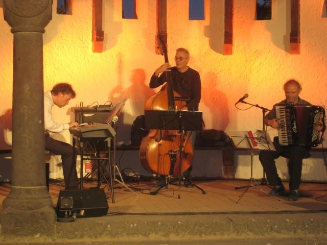 L'Art de Passage jazz band. Photo by Lucy Komisar.