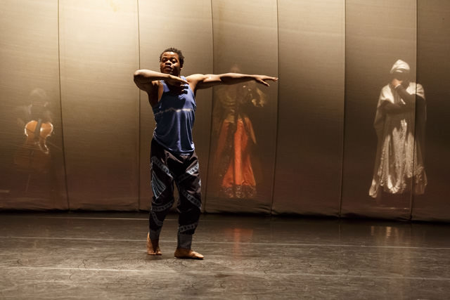 "Qudus Onikeku in ""Qaddish"". Photo Christophe Raynaud de Lage"