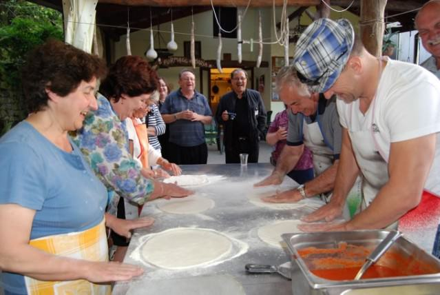 Learning to make pizza from scratch at Agriturismo La Sorgente