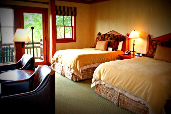 Sunriver River Lodge Guestroom