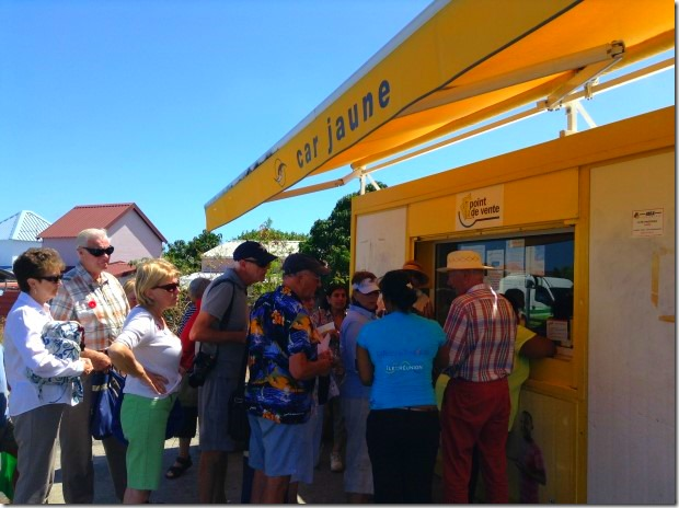 Buying bus tickets in Le Port, Reunion
