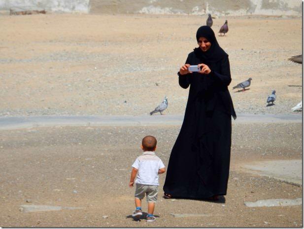 How women in Oman should dress in public
