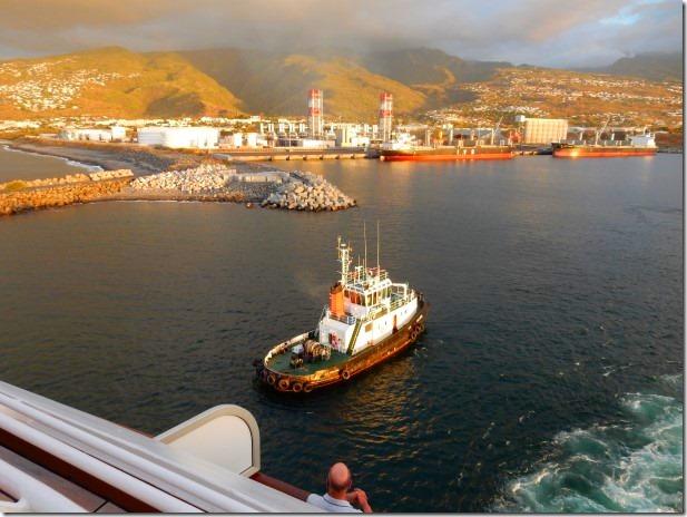 Pilot boat escorts ms Rotterdam in Reunion Island