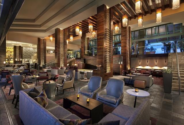 Hyatt Regency Scottsdale Resort Center Stage Bar