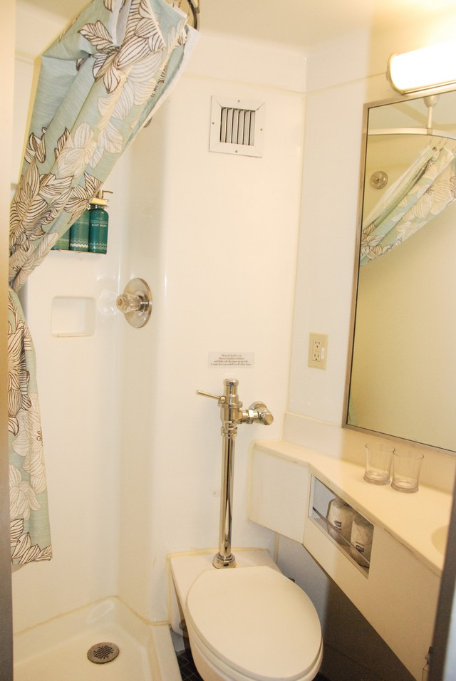 Safari Endeavour Cabin 311 Bathroom