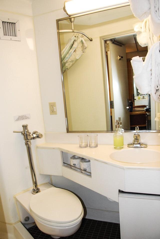 Safari Endeavour Cabin 311 Private Bathroom