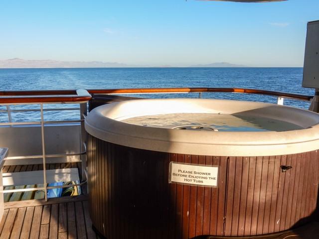 Safari Endeavour has 2 hot tubs on deck 3