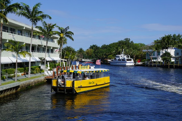 Water Taxi at the Las Olas Stop