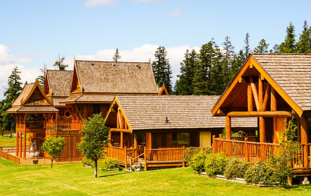 Best Luxury Guest Ranch Experience - Echo Valley Ranch - Bahn Thai Lodge and Cabins