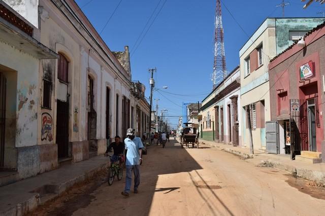 Dirt streets in Cuba