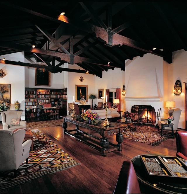 Cozy Library decor