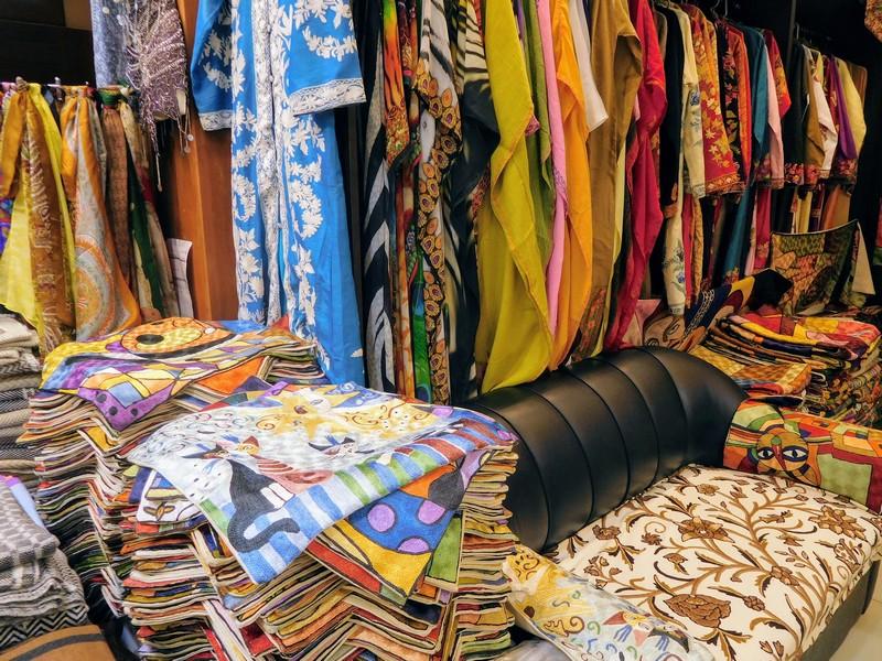 Shopping in the Souq in Abu Dhabi